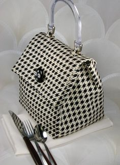 My new lunch bag. I just love hounds tooth.