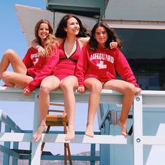 Vigilando las playas de Malibu, ayer nos bañamos a pocos metros de los delfines! 🐬🍦🏖️️️ #WeLoveBS #WeLoveCic #summer #travel #usa #pepperdine #LA #malibu #beach #lifeguard #california  #Regram via @www.instagram.com/p/Bk21vC0nJlS/ Pepperdine University, British Summer, Hollywood, California, Instagram, Surf Girls, Dolphins, Beaches, United States