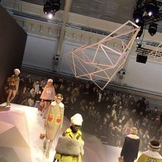 """The scene at @anyahindmarch's fall/winter 2017 show? An """"architectural mountain"""" its angular slopes looking as if carved by machines instead of Nature. Hindmarch's collection felt anything butthis was a showing that gave après-ski a new look with coats in blush tones fur panels argyle sweaters and furry sandalsAssociate Fashion News Editor @geraldtan #HarpersBazaarSG #LFW  via HARPER'S BAZAAR SINGAPORE MAGAZINE OFFICIAL INSTAGRAM - Fashion Campaigns  Haute Couture  Advertising  Editorial…"""