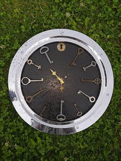 Industrial wall clock from repurposed materials. Wall Watch, Repurposed, Clock, How To Make, Industrial, Home Decor, Watch, Homemade Home Decor, Clocks