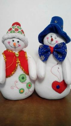 Manualidades Snowman Christmas Decorations, Christmas Snowman, Christmas Ornaments, Holiday Decor, Snowmen, Projects To Try, Floral, Ideas, Home Decor