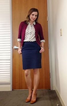 A navy pencil skirt with a maroon cardigan layered over a white polka dot button down. Navy Skirt Outfit, Pencil Skirt Outfits, Winter Skirt Outfit, Skirt Suit, Navy Blue Pencil Skirt, Maroon Skirt, Black Pencil, Maroon Cardigan, Work Fashion