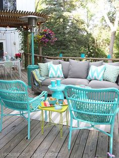 My Deck Makeover Reveal! (House of Turquoise) Love this color combination for living room - couch can easily have neutral cover with painted accent pieces. House Of Turquoise, Turquoise Room, Cheap Patio Furniture, Outdoor Furniture Sets, Furniture Ideas, City Furniture, Furniture Layout, Wooden Furniture, Patio Furniture Makeover