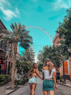 The Ultimate Girls Guide to Las Vegas Tripping with my Bff Best Picture For Nevada las vegas For Your Taste You are looking for something, and it is going to tell you exact Las Vegas Vacation, Girls Vacation, Las Vegas Pictures, Vacation Pictures, Amazing Shopping, Las Vegas Nevada, Vegas Day Outfit, Las Vegas Outfits, Las Vegas Girls