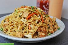 CPK Thai Peanut Chicken Pasta made with chicken, vegetables, and a honey-peanut sauce, this California Pizza Kitchen dish is easy to make at. Thai Peanut Chicken, Thai Chicken, Chicken Noodles, Thai Noodles, Pasta Dishes, Food Dishes, Main Dishes, California Pizza Kitchen, Chicken Pasta Recipes
