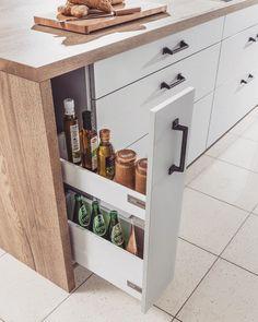 Szafki typu cargo Znacie posiadacie a może planujecie takie w nowej kuchni? Świetna opcja zagospodarowania wąskiej przestrzeni w kuchni - jedno pociągnięcie i pełen dostęp do całej zawartości szuflady Zdecydowanie warto mieć!