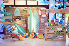 Grab a board and catch the wave in this Surfing Birthday Party at Kara's Party Ideas. Aloha Party, Luau Party, Teen Beach Party, Luau Birthday, Boy Birthday Parties, Birthday Ideas, Surfer Party, Hawaiian Party Decorations, Swimming Party Ideas