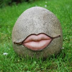 Gimme A Kiss' Fun Stone Look Resin Garden Ornament With Lips!