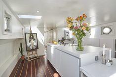 Woonark fotograaf in Amsterdam | tobiasmedia.nl Toilet Sink, Houseboat Amsterdam, House, Hue Philips, Luxury, Houseboat Living, Gaggenau, Ceiling Speakers, Sun Chair