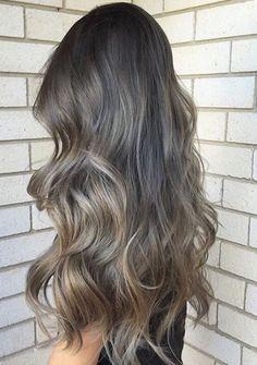 Bunu bir kenara kaydedin bence, Hey saçlarını küllü saç rengi yapmak isteyen hanımlar; küllü saç rengi içerisinde grimsi tonlar bulunduran mat görünüme sahip ve donmuş bir görünümü
