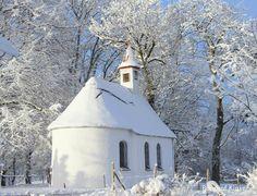 Kleine Kapelle in Ussenburg erstrahlt in der Wintersonne! Berghof Kinker #bauernhofurlaub #allgäu #wintertraum