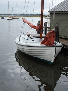 If you love to work with your hands, have basic carpentry skills and love the water, you should consider building your own boat. Building your own boat can save you lots of money. Wooden Sailboat, Wooden Boats, Cool Boats, Small Boats, Sailing Dinghy, Sailing Ships, Sailing Boat, Yachting Club, Sports Nautiques