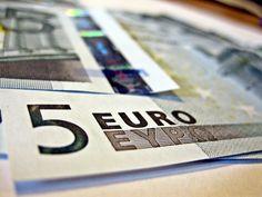 Comparativa de tarifas móviles por debajo de 5 euros. Bonos de voz y datos que incluyen, precios y detalles de las modalidades más económicas.