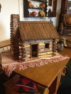 Magnificent Ideas to make your dream log cabin in the mountains or next to a river. A must-have to escape from our fast pace life. Diy Log Cabin, Little Log Cabin, Cabin Crafts, Cabin Dollhouse, Dollhouse Miniatures, Miniature Houses, Miniature Dolls, Miniature Tutorials, Craft Stick Crafts