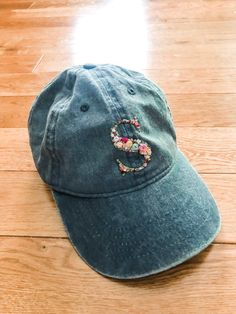 Excited to share this item from my shop: Personalized Floral Monogram Baseball Hat Embroidered Baseball Caps, Embroidered Clothes, Hat Embroidery, Embroidery Patterns, Bone Bordado, Do It Yourself Inspiration, Diy Vetement, Diy Hat, No Rain