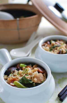 The best and easiest chicken recipes for weeknight dinner. Fast, fresh, healthy chicken dishes for the entire family. Over 200 tried and tested delicious recipes for chicken. Claypot Rice Recipe, Claypot Recipes, Claypot Chicken Rice, Chicken Rice Recipes, Easy Asian Recipes, Easy Delicious Recipes, Chinese Recipes, Healthy Recipes, Malaysian Cuisine