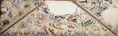 東王公 莫高窟第249窟頂 北披 西魏 此披以東王公為主角,這是中原地區漢族傳統神話題材。壁畫上部已殘毀,僅存中部和下部,其內容佈局主要分四大部分: 1. 壁畫中部爲升仙圖,居中應爲東王公坐在四龍雲車中,然而東王公部分已殘毀,僅存四龍雲車。 2. 兩位騎龍持節方士分在四龍雲車前後。在前導引四龍雲車者有羽人、天馬、烏獲和人頭鳥身的禺強。開明尾隨於後,上有白鶴相伴翱翔。 3. 在壁畫的白底空隙間,以青綠點染的浮雲及富有旋動感的天花,表現了神仙流雲,滿壁風動的氣氛。 4. 壁畫下部為山林狩獵圖。有連綿的山巒,樹木叢生的林中有各式動物,包括遊食的野豬群、驚悸的野羊、驚逃的野牛、兇殘的狼;中央有騎士追刺黃羊和急轉身軀張弓射虎的狩獵場面,畫面生動傳神,是敦煌早期動物畫的代表傑作。