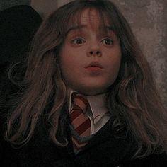 Capa Harry Potter, Harry Potter Girl, Harry Potter Hermione Granger, Mundo Harry Potter, Harry Potter Icons, Harry Potter Tumblr, Harry James Potter, Harry Potter Pictures, Harry Potter Aesthetic