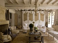 French farmhouse interior design ideas french country style african home de French Country Interiors, French Farmhouse Decor, Farmhouse Interior, French Decor, French Country Decorating, White Interiors, Cottage Farmhouse, Farmhouse Table, French Living Rooms