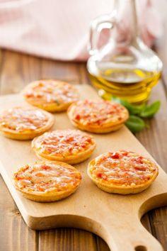 7 recettes de pizza à faire chez soi Minis, No Salt Recipes, Buffet, Cheat Meal, Food Packaging, I Foods, Tapas, Catering, Healthy Snacks