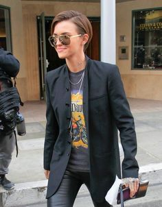 Ruby Rose Photos - Ruby Rose Gives the Peace Sign in Los Angeles - Zimbio