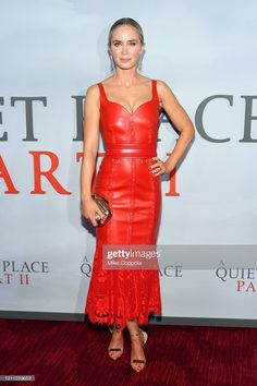 Emily Blunt Wore Alexander McQueen To The World Premiere of 'A Quiet Place Part II' - Red Carpet Fashion Awards Celebrity Style Dresses, Celebrity Style Casual, Celebrity Style Inspiration, Celeb Style, Red Carpet Hair, Red Carpet Gowns, Emily Blunt, Red Leather Dress, Leather Dresses