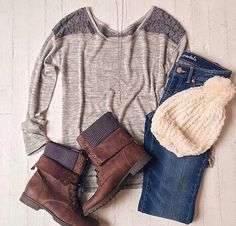 Sweater weather at its finest!¡! Combat boots, sweater and beanies to take it in by storm!