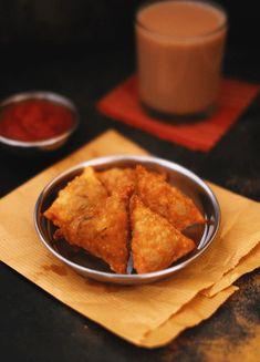 Kerala Chicken Samosa via Appetizer Recipes, Snack Recipes, Appetizers, Cooking Recipes, Curry Recipes, Easy Recipes, Indian Snacks, Indian Food Recipes, Indian Foods