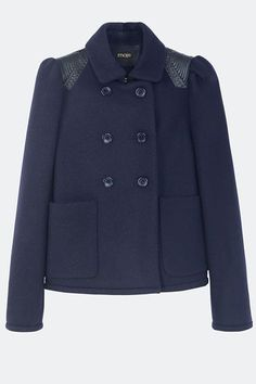 25 Flattering Winter Coats That Look Perfect On Everyone #refinery29 http://www.refinery29.com/flattering-winter-coats#slide-11 CroppedA cropped winter coat isn't just a flattering cut on almost every body type (especially for all the petite gals out there) — it's also a strategic piece of outerwear that wears well with high-waisted anything.Here's a short take on the classic double-breasted pea coat....