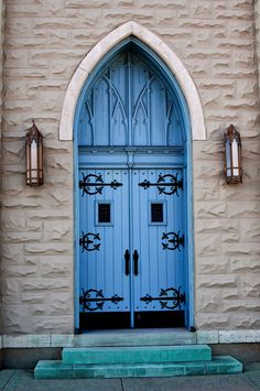 Fantastic old church door, loved the color
