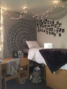 This black and white dorm bedding creates such a cute dorm room!