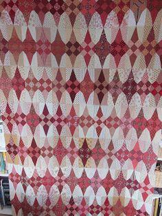HOERA er is iets af. De top Glitters naar een ontwerp van Jen Kingwell. 7 rijen van 12 blokken,het patroon heb ik een beetje...