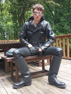 From the worse to the best : Photo Tight Leather Pants, Leather Trousers, Leather Cap, Leather Boots, Black Leather, Leather Jackets, Skinhead Boots, Biker Boys, Hot Teens