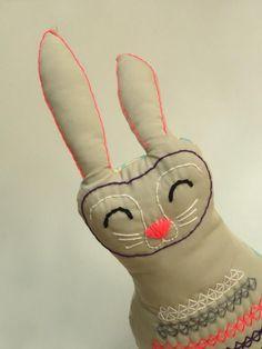 Conejo #2 Diseño y ejecución por Gabi Panasiti para María Gabriela