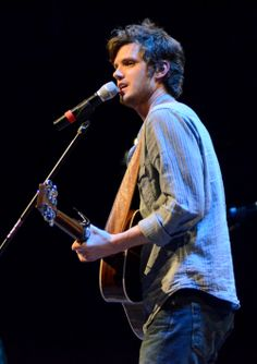 Steve Moakler, artist and songwriter from Nashville, Tenn., performed at the annual spring concert in the G.M. Savage Memorial Chapel.