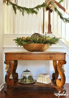 Love the simplicity of this entry hall table. Maybe change out the stacked books for wrapped Christmas packages for a little extra holiday feel :)