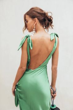 The Delilah Dress feature a scoop neckline and ties at the top of both shoulders. Model is and wears a size Small Festa Party, Dress Me Up, Classy Outfits, Style Guides, Dress To Impress, Evening Dresses, Fashion Dresses, Street Style, Style Inspiration