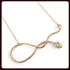 I'm super into this #gold and #diamond @yayoiforest snake #necklace (in my $500-$1,000 #jewelry gift guide).