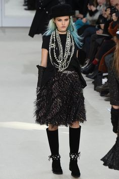 Chanel Fall 2016 Ready-to-Wear Fashion Show Collection