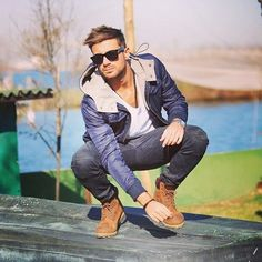 Timberlands are a staple boot in every man's closet. Timberlands come in a variety of different colorways, of course the classic cheese color is by. Timberland Outfits, Timberlands Shoes, Timberland Boots, Converse Outfits, Looks Cool, Men Looks, Fall Fashion Outfits, Look Fashion, Stylish Men