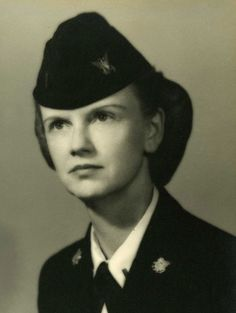 Mary Victoria Mills Weinmann in her service uniform. Gift of John G. Weinmann, The National WWII Museum Inc., 2001.100.