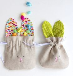 Make a whole herd of these sweet bunny drawstring bags to hold treats, snacks, little gifts, or special what-nots. Perfect for Easter!