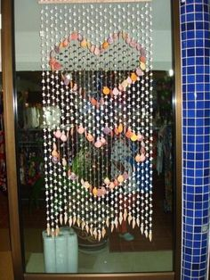 40 Sea Shell Art and Crafts Adding Charming Accents to Interior Decorating-love this shell curtain