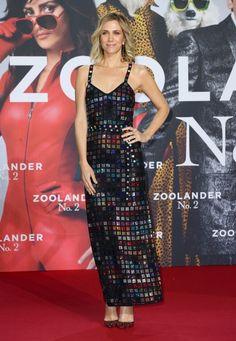 Kristen Wiig in Rosie Assoulin. THIS IS SO GOOD.