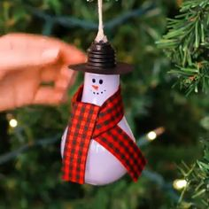 I'm dreaming of a green Christmas with these sustainable holiday hacks. I'm dreaming of a green Christmas with these sustainable holiday hacks. Diy Christmas Gifts, Christmas Projects, Holiday Crafts, Christmas Ornaments, Christmas Ideas, Holiday Ideas, Christmas Decorations For The Home, Reindeer Christmas, Christmas Stocking