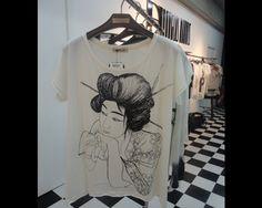 T-shirt com estampa orienta da nova coleção Douglas Harris
