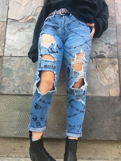 sharpie pants painted sharpie drawn hand made jeans artsy edgy goth halloween homemade clothes pants Diy Edgy Clothes, Custom Clothes, Edgy Clothing, Edgy Outfits, Retro Outfits, Fashion Outfits, Painted Jeans, Painted Clothes, Diy Jeans