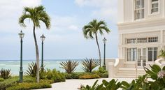 Book your stay at Moana Surfrider, A Westin Resort & Spa, Waikiki Beach to benefit from elegant hotel rooms and a stellar beachfront location in Honolulu. Hawaii Resorts, Hawaii Destinations, Best Resorts, Oahu Hawaii, Honolulu Oahu, Luxury Resorts, Moana Surfrider, Waikiki Beach, Resort Spa