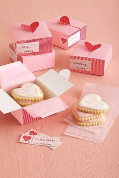 Wouldn't you want to get such a Valentine treat? wrapping one heart cookie nicely in a box, well done