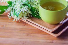 Kaum eine andere Pflanze genießt in der Bevölkerung einen so hohen Stellenwert wie der Holunder. Die Pflanze, die vor allem am Waldrand und auf Lichtungen wächst, ist nicht nur sehr gesund, Tee und Saft aus den Blüten und den Beeren schmecken auch köstlich. Das kann nicht jede Heilpflanze von sich behaupten. Cantaloupe, Fruit, Food, Medicinal Plants, Berries, Essen, Meals, Yemek, Eten